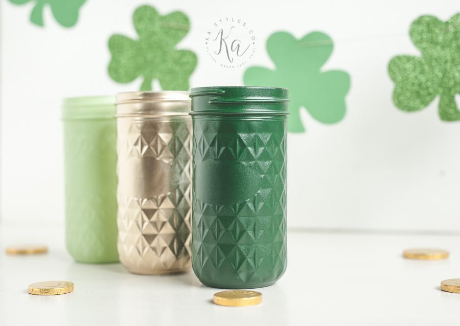 St Patrick's Day Mason Jars and DIY Shamrock Garland
