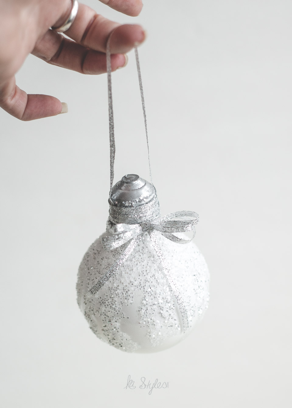 DIY Glitter light bulb ornament.