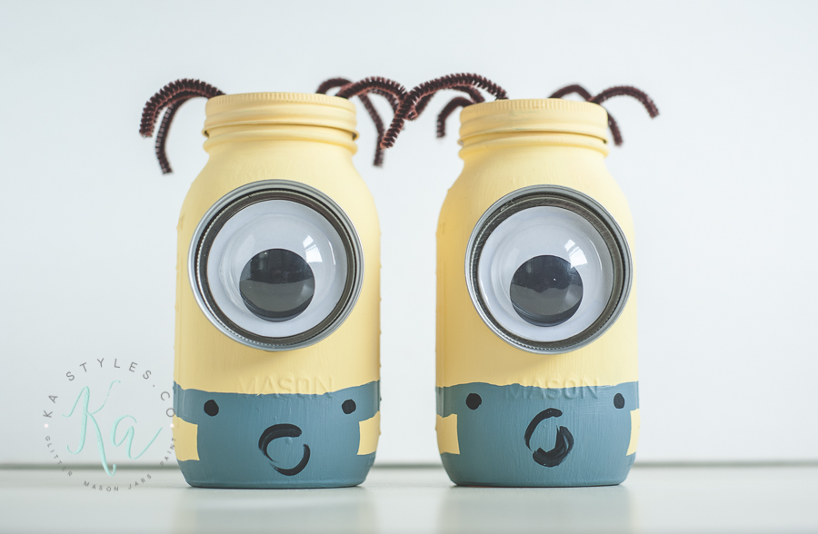 DIY Minion mason jar coin bank.