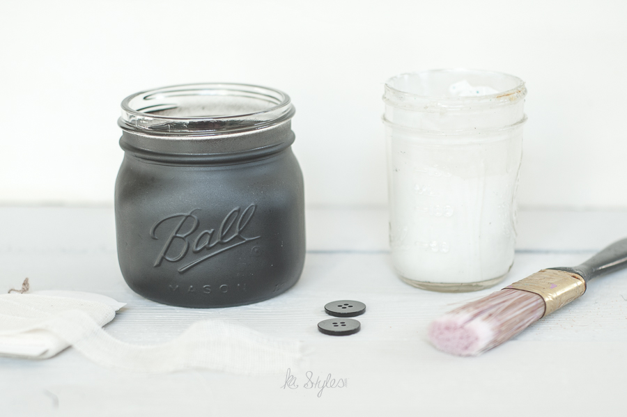 DIY Mummy mason jar for Halloween.