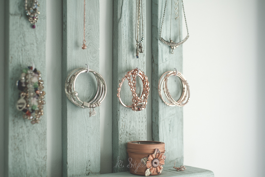 DIY Pallet jewelry wall rack.