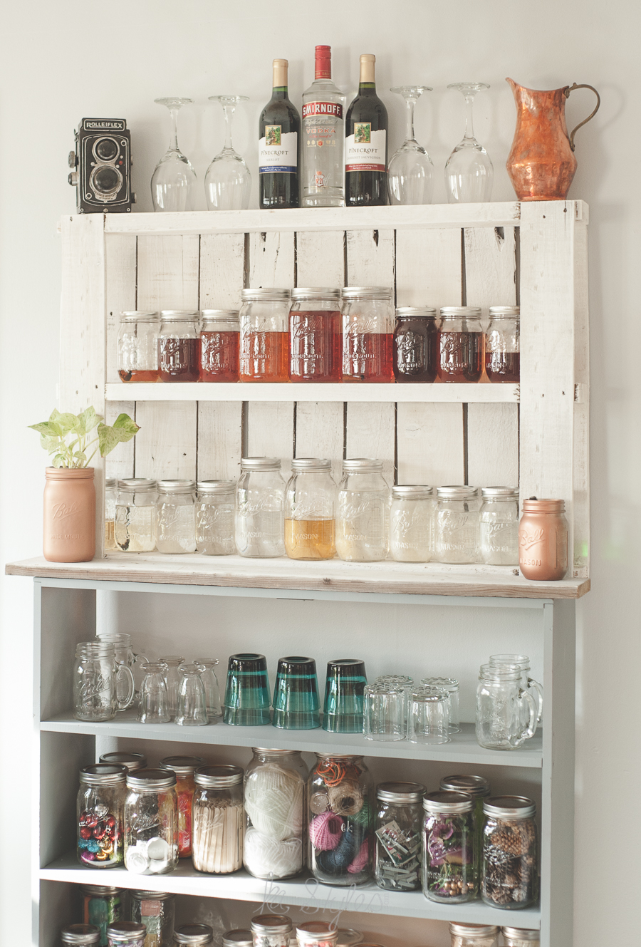 DIY Mason jar pallet bar.